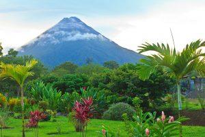 Imagen de un volcán de Costa Rica